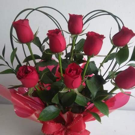 Bouquet com 08 Rosas Vermelhas Flores Naturais